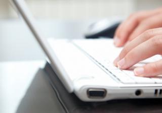 tech hands laptop sourcing software