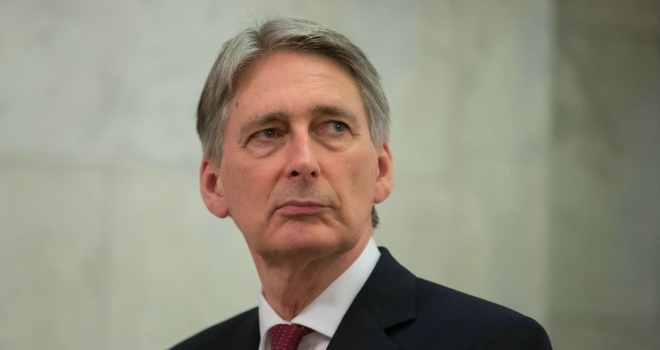 Chancellor admits Brexit creates risk of 'illegal' financial contracts