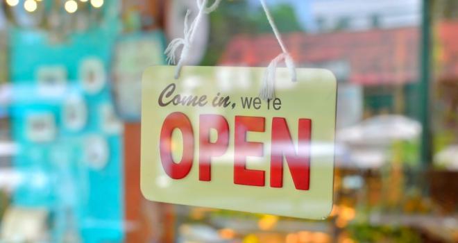 open new hiring sign